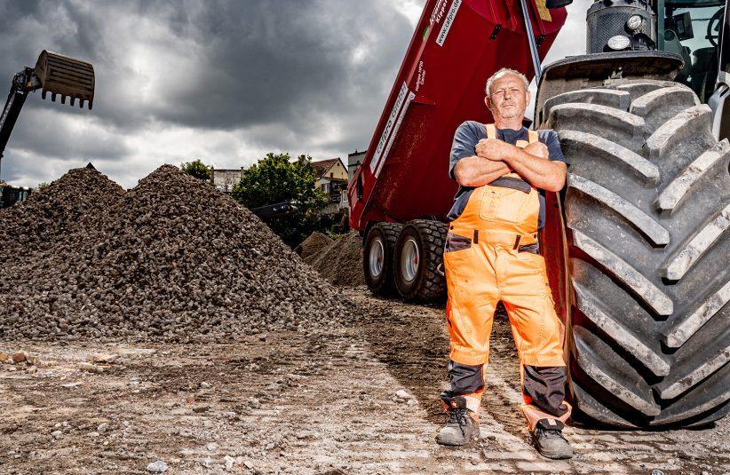 Transport von Schüttmaterial durch Cafpro Mitarbeiter